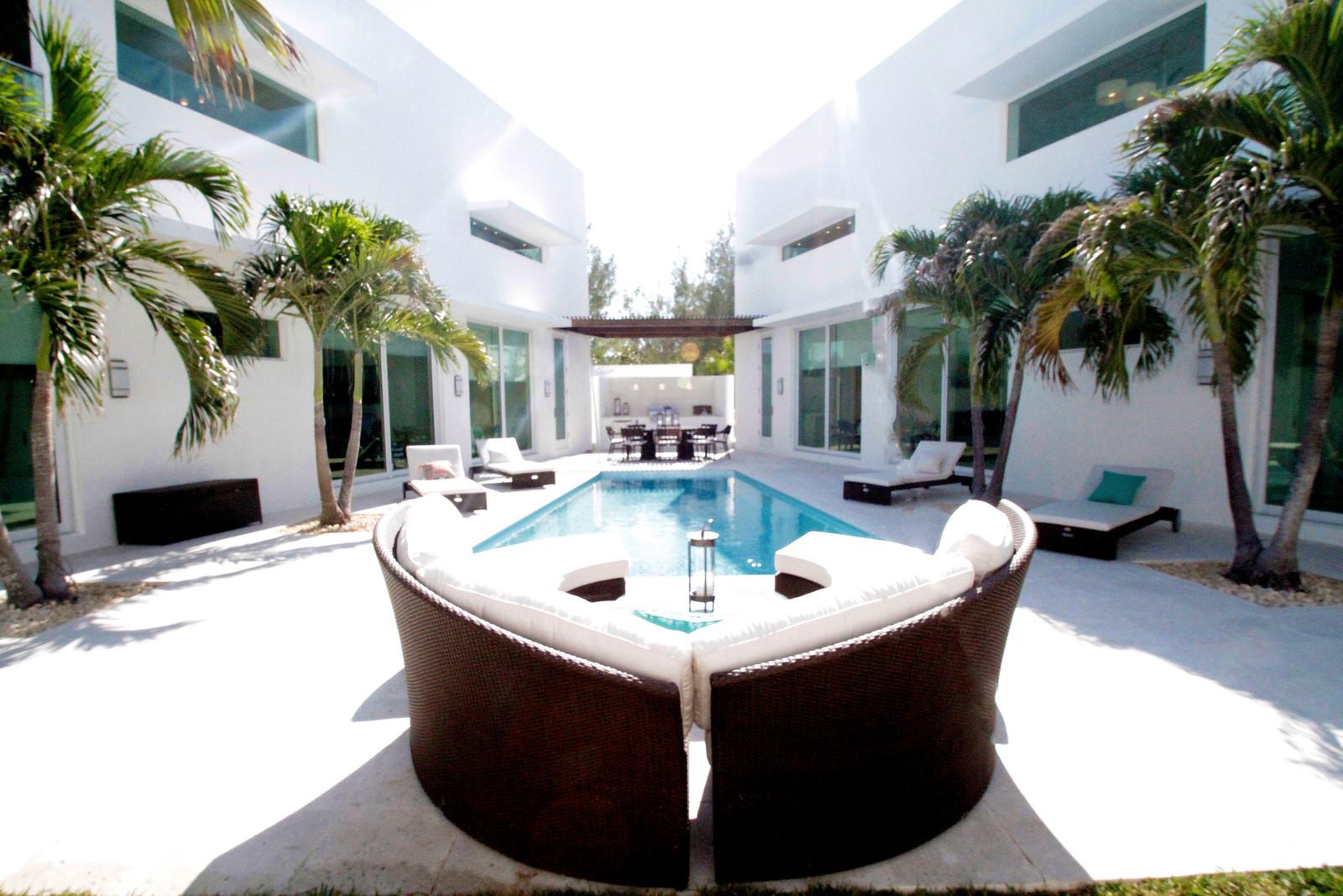 Villa 2 courtyard